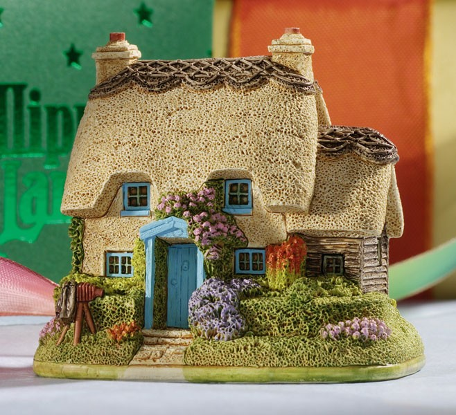 Picture This miniature cottage by Lilliput Lane